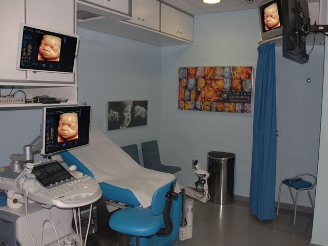 Sala azul con eco 3D otro feto